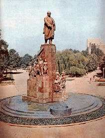 T.G.Shevchenko Monument. General View(358 КB)
